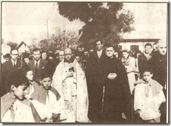 El capellan del Poblado junto a varias personalidades de laC.E.M.Rif Poblado