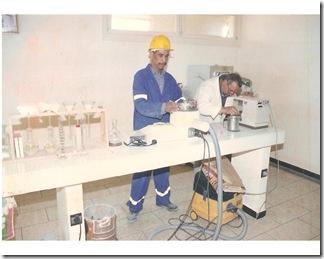 Ali el quimico con su ayudante